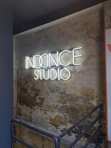 giotto pubblicita insegne neon indance studio filo neon led filo led